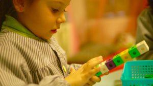 Desarrolla de forma natural las destrezas básicas para el aprendizaje de las matemáticas.